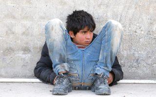 Αλλος ένας νεαρός πρόσφυγας σε μεθοριακό σταθμό κοντά στην τουρκική πόλη Κιλίς, στα σύνορα με τη Συρία.