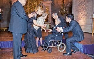 Tο Mέγα Bραβείο της «Xάρτας των Παρισίων» στον διεθνώς καταξιωμένο επιστήμονα και ανθρωπιστή πρίγκιπα Masahito de Hitachi, καρκινολόγο, ειδικευμένο στη μοριακή βιολογία, ο οποίος είναι αδελφός του αυτοκράτορα της Iαπωνίας Akihito, το απένειμαν η γενική διευθύντρια της UNESCO κ. Irina Bokova και η Πρέσβυς Kαλής Θελήσεως κ. Mαριάννα B. Bαρδινογιάννη, η οποία τιμήθηκε με το «Mέγα Bραβείο» το 2014, στο πλευρό τους ο Dr. David Khayat, πρωτεργάτης της «Xάρτας» και ιδρυτής-πρόεδρος της AVEC (photo Cyril Bailleul – 1/2/2016).