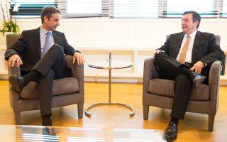 Ο Κυρ. Μητσοτάκης κατά τη χθεσινή συνάντηση με τον δήμαρχο Αθηναίων Γ. Καμίνη, στα γραφεία της Ν.Δ.