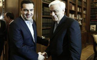 Ο Πρωθυπουργός Αλέξης Τσίπρας (Α) ανταλλάσει χειραψία με τον Πρόεδρο της Δημοκρατίας Προκόπη Παυλόπουλο (Δ) κατά τη διάρκεια της συνάντησής τους, προκειμένου να τον ενημερώσει για τα αποτελέσματα της συνόδου κορυφής, Αθήνα, Σάββατο 20 Φεβρουαρίου 2016 ΑΠΕ-ΜΠΕ/ΑΠΕ-ΜΠΕ/ΓΙΑΝΝΗΣ ΚΟΛΕΣΙΔΗΣ