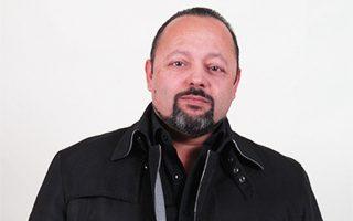 Ο Αρτέμης Σώρρας, ο οποίος τους τελευταίους μήνες ανοίγει σε όλη τη χώρα παραρτήματα του φορέα «Ελλήνων Συνέλευσις».