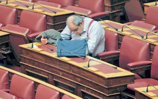 Σκηνή από τη Βουλή. Από αυτές που γονιμοποιούν τη φαντασία μου. Τι να κάνει εκεί ο τροφαντός βουλευτής του ΣΥΡΙΖΑ, αναρωτιέμαι. Να ετοιμάζει το μεσημεριανό του ή μήπως να σκάβει για να χτίσει τη φωλίτσα του; Του ταιριάζει περισσότερο να κάνει το δεύτερο...