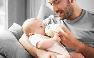 Περισσότερο πρακτικοί είναι οι λόγοι που ωθούν τους γονείς στην «ανταλλαγή ρόλων».