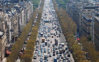 Οι Βρετανοί ήταν οι πλέον δυναμικοί αγοραστές, απαρτίζοντας την πλειονότητα των ξένων αγοραστών κατοικιών στη Γαλλία.