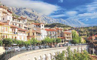 Στην Αράχωβα (φωτ.) μια κατοικία το 2008 κόστιζε 3.000 ευρώ/τ.μ., τιμή υψηλότερη μιας κύριας κατοικίας σε πολλές περιοχές της Αθήνας. Σήμερα κοστίζει μόλις 1.360 ευρώ/τ.μ.