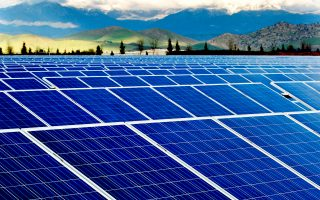Για τα φωτοβολταϊκά κάτω των 500 KW παραμένει το σύστημα των σταθερών εγγυημένων τιμών, με την ταρίφα στο 10% πάνω από την οριακή τιμή που διαμορφώνεται καθημερινά στη χονδρεμπορική αγορά.