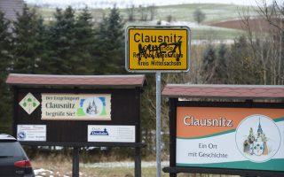 Γκράφιτι στην πινακίδα που  καλωσορίζει τους επισκέπτες  στο Κλάουζνιτς.