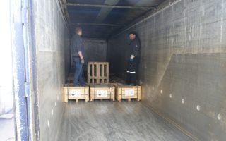 Η διαδικασία επιστροφής των επικίνδυνων φορτίων στη Γερμανία πραγματοποιήθηκε σε δύο δόσεις, με ειδικές νταλίκες.