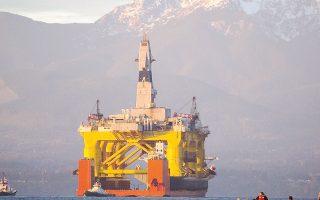 Οι τιμές των μετοχών των πετρελαϊκών της BP και της Royal Dutch Shell υποχώρησαν περισσότερο από 2,8% εκάστη, λόγω της άρνησης του Ιράν να αποδεχθεί συμφωνία, στην οποία συμμετέχουν ήδη Σαουδική Αραβία, Κατάρ, Βενεζουέλα και Ρωσία, για πάγωμα παραγωγής.