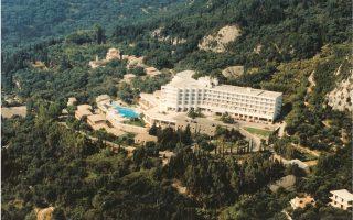 Στη θέση όπου θα δημιουργηθεί η πολυτελής ξενοδοχειακή μονάδα λειτουργούσε το ξενοδοχείο San Stefano, το οποίο τα τελευταία χρόνια παραμένει κλειστό.