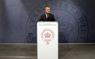 Ομηρος των συντηρητικών εταίρων του ο Δανός πρωθυπουργός Λαρς Λόκε Ράσμουσεν.