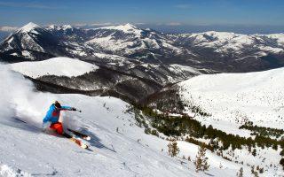 Το μαγευτικό τοπίο στην Μπρεζοβίτσα του Κοσόβου παραμένει αναξιοποίητο, αφού τα λιφτ του χιονοδρομικού κέντρου δεν λειτουργούν και τα ξενοδοχεία χάσκουν σαν τσιμεντένια κουφάρια. Αυτό το καλοκαίρι, όμως, γαλλική κοινοπραξία σχεδιάζει να επενδύσει περίπου μισό δισ. ευρώ για να μετατρέψει την περιοχή στο μεγαλύτερο χιονοδρομικό κέντρο των Βαλκανίων.