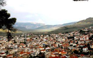 Η Αμφισσα είναι η πόλη όπου πρέπει να φτάσεις, έχοντας αφήσει τις «σειρήνες» Δελφών και Αράχωβας.