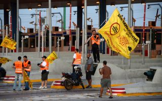 Το 2008 εμφανίστηκαν οι ένθερμοι υποστηρικτές του «Δεν Πληρώνω», σηκώνοντας μπάρες και ανεμίζοντας σημαίες. Το 2011 ο νόμος τού «έκοψε τα φτερά» με πρόστιμα–φωτιά, ενώ το 2012 άρχισε να εγκαταλείπεται από τους πιθανούς ψηφοφόρους του.