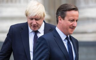 Ο Βρετανός πρωθυπουργός Ντέιβιντ Κάμερον και ο δήμαρχος του Λονδίνου Μπόρις Τζόνσον αποτελούν τους επικεφαλής μιας κόντρας με αβέβαιη έκβαση.