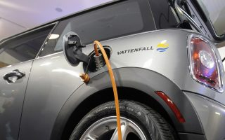 Ford, Volkswagen, καθώς και οι Nissan και BMW, επενδύουν δισεκατομμύρια δολάρια σε νέα μοντέλα ηλεκτροκίνησης.