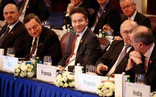 Πιερ Μοσκοβισί,Μάριο Ντράγκι και Γερούν Ντάισελμπλουμ στη σύνοδο του G20 στη Σαγκάη. Σύμφωνα με πληροφορίες, δεν αποκλειόταν συνάντηση με την επικεφαλής του ΔΝΤ Κριστίν Λαγκάρντ, με θέμα την Ελλάδα.