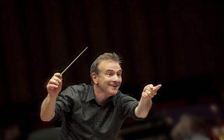 Ο αρχιμουσικός Στέφανος Τσιαλής, Καλλιτεχνικός Διευθυντής της Κρατικής Ορχήστρας Αθηνών.