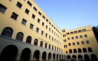 Η Μονή Πετράκη, όπως και άλλες μονές, αντιμετωπίζει έντονα προβλήματα λόγω και της συμμετοχής της Εκκλησίας της Ελλάδος στις αυξήσεις κεφαλαίου της Εθνικής Τράπεζας που οδήγησαν την Εκκλησία σε μεγάλες απώλειες και δανεισμό.