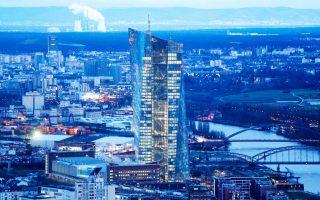 Η πρόσφατη κατάρρευση των τραπεζικών μετοχών έχει εντείνει τον προβληματισμό της Ευρωπαϊκής Κεντρικής Τράπεζας για μέτρα περαιτέρω νομισματικής χαλάρωσης.