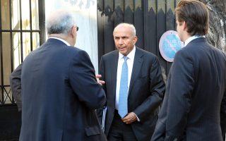 Ιδιαίτερα ικανοποιημένοι έμειναν οι επενδυτές από τη συνάντηση με τον πρωθυπουργό Αλέξη Τσίπρα. Ο πρωθυπουργός εμφανίστηκε πολύ φιλικός έναντι των επενδυτών και τους ενημέρωσε αναλυτικά για τις κυβερνητικές πρωτοβουλίες. Στη φωτογραφία ο πρόεδρος της Fairfax Πρεμ Γουάτσα.