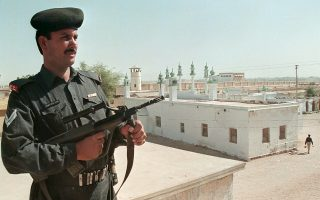 A Pakistan soldier stands at his post and guards the central jail in Hyderabad, 160 km (100 miles) northeast of Karachi,  in this May 15, 2002 file photo. Pakistan has arrested 97 al-Qaeda and Lashkar-e-Jhangvi militants, including three commanders, in the southern port city of Karachi, and foiled a planned attack that would have broken Daniel Pearl's killer out of Hyderabad Central Jail, the military said on February 12, 2016.   REUTERS/Akram Shahid/Files