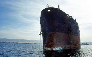 Εφοπλιστές αρχίζουν να δένουν τα καράβια τους σε αγκυροβόλια μέχρι να βελτιωθεί η κατάσταση και άλλοι δίνουν τα παλαιότερα εξ αυτών προς διάλυση.