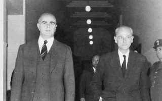 Ο πρωθυπουργός Κων. Καραμανλής και ο αντιπρόεδρος της κυβέρνησης Π. Κανελλόπουλος είχαν υπάρξει από παλαιότερα μέτοχοι του προβληματισμού για μια δημιουργική αναμόρφωση του Καταστατικού Χάρτη της χώρας.
