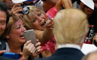Οπως φαίνεται, οι groupies του Ελβις της ωριμότητας μετακινήθηκαν στον Τραμπ...