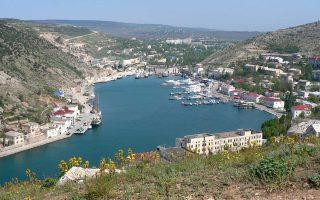 Η ιταλική ιστοσελίδα termometropolitic που, έπειτα από έρευνα, διαπιστώνει ότι ο τουρισμός στην Κριμαία δεν είναι παρά η σκιά του παρελθόντος της σοβιετικής εποχής. Επισημαίνει, επίσης, ότι η χερσόνησος παραμένει πολιτικά και οικονομικά απομονωμένη και αποτελεί «το πλέον πρόσφορο έδαφος για τη διαφθορά εκτεταμένης κλίμακας».