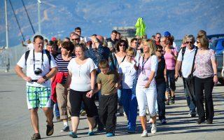 Ο τουρισμός έχει καταστεί ο αδιαμφισβήτητος στυλοβάτης της ελληνικής οικονομίας, με ρεκόρ αφίξεων 26,5 εκατ. επισκεπτών το 2015 και 14,5 δισ. έσοδα.