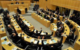 Ενδεχομένως το πάθημα από την καταψήφιση της απόφασης του πρώτου Eurogroup για επιβολή τέλους σε όλες τις καταθέσεις, αντί «κουρέματος» σε καταθέσεις στη Λαϊκή και στην Τράπεζα Κύπρου, να έδωσε ένα καλό μάθημα στους βουλευτές.