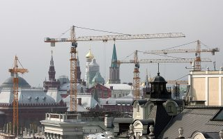 Cranes are seen around the Kremlin indicating one of the areas where construction and renovation works are under way in central Moscow August 15, 2006. The windfall of oil revenues and growing business activities have made real estate in Moscow an attractive stock in the past few years making it one of the most expensive in Europe. To match feature ECONOMY RUSSIA MORTGAGES. REUTERS/Grigory Dukor (RUSSIA)