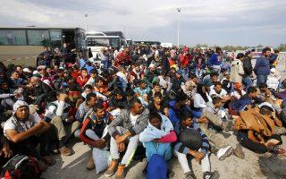 Πρόσφυγες στον αυτοκινητόδρομο που συνδέει την Αυστρία με την Ουγγαρία.