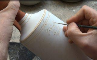 Το Μουσείο Κυκλαδικής Τέχνης παροτρύνει τους επισκέπτες όχι μόνο να θαυμάσουν τα αντικείμενα στις προθήκες, αλλά και να μάθουν πώς κατασκευάζονταν. Αυτό επιχειρεί να δείξει στην έκθεση «Μέσα στα εργαστήρια των αρχαίων... μαζί δημιουργούμε», που ανοίγει στις 11 του μηνός.