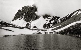 «Κορυφή Αστράκα του ορεινού συγκροτήματος της Τύμφης, Μάιος 2014».
