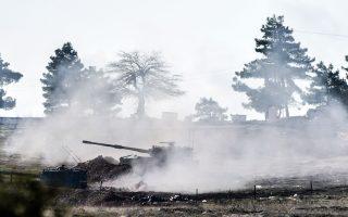 Τουρκικά πυρά εκτοξεύονται προς την κατεύθυνση της Συρίας κοντά στα σύνορα Τουρκίας - Συρίας.