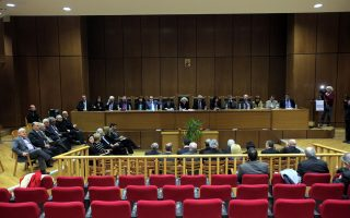 Ποικίλες οι αντιδράσεις δικαστών και εισαγγελέων για τις προς ψήφιση ρυθμίσεις, αφού κρίνουν ότι ο νόμος θα θέτει σε κίνδυνο τους ίδιους και τις οικογένειές τους.