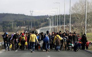«Καραβάνια» προσφύγων και μεταναστών στον πηγαιμό για τη δική τους Ιθάκη, με πρώτο σταθμό την Ειδομένη