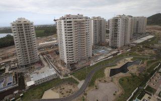 Mέχρι σήμερα, μόλις 300 από  τα διαμερίσματα του Ολυμπιακού Χωριού έχουν πωληθεί.
