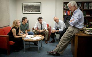 H Ρέιτσελ ΜακΑνταμς, ο Μαρκ Ράφαλο, ο Μπράιαν ντ' Αρσι Τζέιμς, ο Μάικλ Κίτον και ο Τζον Σλάτερι στο «Spotlight», που είναι υποψήφιο για 6 Οσκαρ.