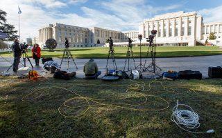Οι κάμερες της διεθνούς ενημέρωσης εστιάζουν στα γραφεία του ΟΗΕ στη Γενεύη, όπου ξεκίνησαν χθες διαβουλεύσεις για τον τερματισμό του εμφυλίου πολέμου στη Συρία και την πολιτική επίλυση του προβλήματος.