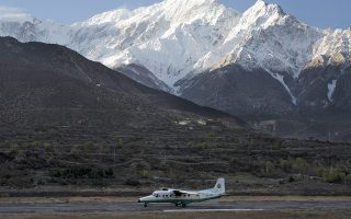 epa05177765 A picture made available on 24 February 2016 shows a twin aircraft of the Tara Airlines landing at Jomsom Airport, in Jomsom, a popular resort town west of Kathmandu, Nepal, 04 April 2015, as Mount Nilgiri is visible on the background. According to media reports on 24 February 2016, Tara Air Viking 9N-AHH Twin Otter, carrying 20 passenger including one Chinese and one Kuwait national, and three crew members, has been missing while en route to Jomsom from Pokhara.  EPA/NARENDRA SHRESTHA