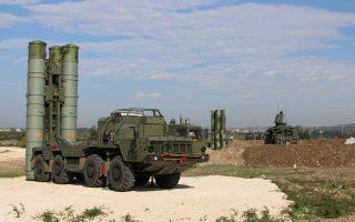 Η Ρωσία, μετά την κατάρριψη του ρωσικού μαχητικού από την Τουρκία, μετέφερε στη Συρία τα πιο προηγμένα πυραυλικά συστήματα, αλλά και τελευταίας γενεάς διατάξεις ηλεκτρονικού πολέμου που «τυφλώνουν» τα ραντάρ των τουρκικών αεροπλάνων.