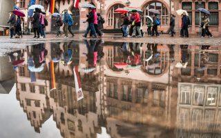 Το αντεστραμμένο είδωλο του δημαρχείου της Φρανκφούρτης. Στην οικονομική πρωτεύουσα της Ευρωζώνης το Afd συγκέντρωσε 10%.