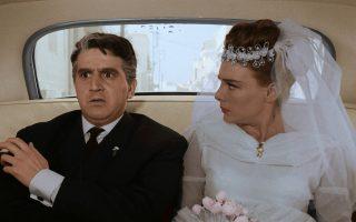 Ο Αντωνάκης (Γιώργος Κωνσταντίνου) και η Ελενίτσα (Μάρω Κοντού) μετά το λίφτινγκ.