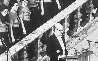«Στο όνομα της φωτεινότητας και της διαφάνειας» μίλησε ο ποιητής Οδυσσέας Ελύτης στον λόγο του στην Ακαδημία της Στοκχόλμης, έχοντας παραλάβει το Νομπέλ Λογοτεχνίας στις 18 Οκτωβρίου 1979 (φωτο Αρχείου «Καθημερινής»).