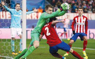 Δεκαέξι πέναλτι χρειάστηκαν χθες στο «Βιθέλντε Καλντερόν» για να αναδειχθεί νικητής μεταξύ της Ατλέτικο Μαδρίτης και της Αϊντχόφεν. Η ισπανική ομάδα προκρίθηκε στους «8», όπως και η Σίτι που ήρθε 0-0 με την Ντιναμό Κιέβου.
