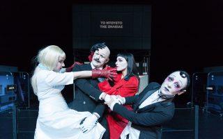 Χρήστος Λούλης, Νάντια Κοντογεώργη, Λυδία Φωτοπούλου και Κίκα Γεωργίου από την «Οπερα της πεντάρας».