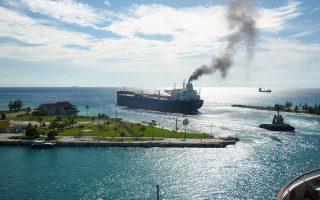 Η ναυτιλία αποτελεί μια σημαντική και αναπτυσσόμενη πηγή αέριων ρύπων, οι οποίοι επιδρούν στην κλιματική αλλαγή, αλλά έχουν και εξαιρετικά δυσμενείς επιπτώσεις τόσο στα οικοσυστήματα όσο και στην υγεία και την ποιότητα ζωής των πολιτών.